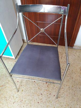 Silla de metal acolchada