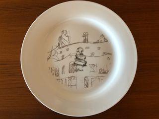Dos platos con grabados de Gaudí
