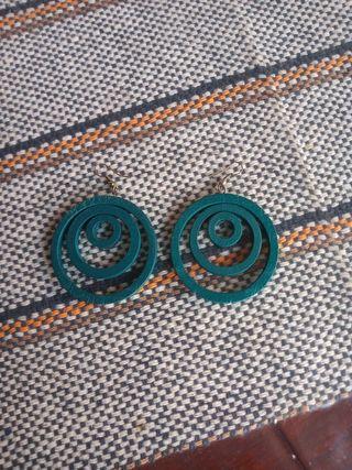 pendientes madera color verde esmeralda