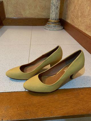 Zapato tacón amarillo