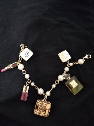 Pulsera Perlas con Colgantes mod. Chanel