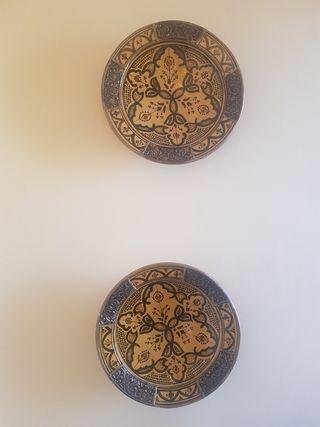 platos de cerámica y metal