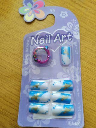 Uñas postizas con adhesivo y anillo incluido. 4