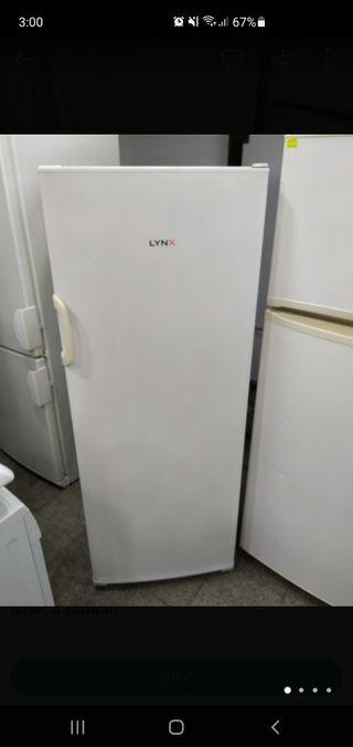 congelador vertical LYNX 5 cajones