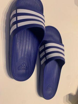 Chanclas nuevas Adidas hombre talla 10, 44-45
