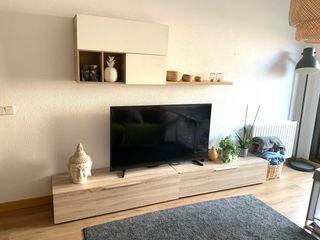 Mueble televisión blanco y madera