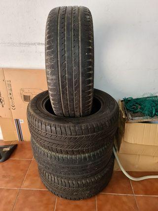 255 60 18 vendo 4 neumáticos