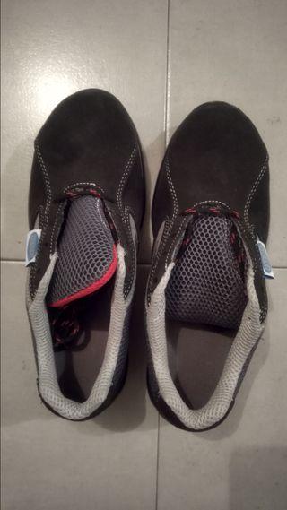 Zapato de seguridad marca CAPROS