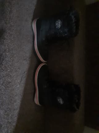 Boots for girls and 1 piar for a boy