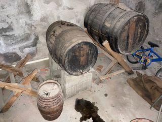 Barricas de vino añejas