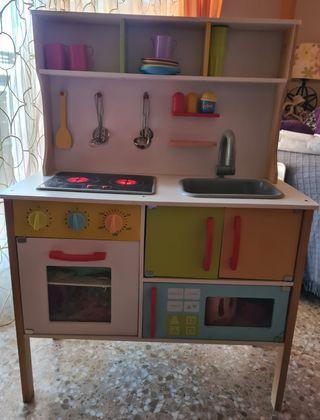 Cocina de madera infantil con accesorios