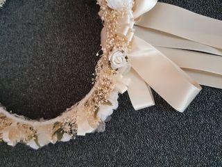 Corona de flores de comunión.