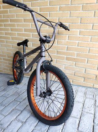 BICICLETA BMX 18''