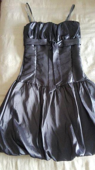 Bonito vestido raso con elástico.