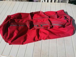 bolso de viaje rojo con ruedas