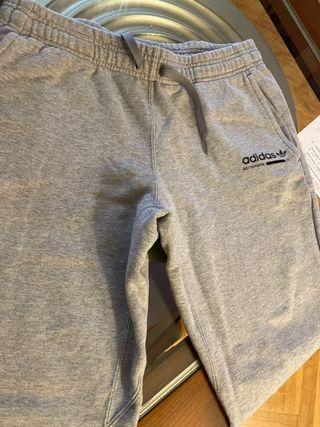 Pantalón chandal adidas gris T 12-13