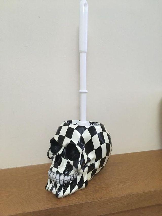 Brush with Death - Harlequin 16.4cm