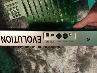 Controladora MIDI UC33e Evolution