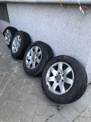 4 llantas y 3 neumáticos a media vida bmw