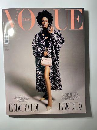 Vogue España marzo 2021 | Bella Hadid