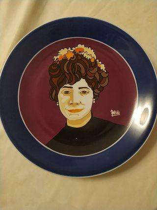 plato Rosalía de Castro homenaje Caixa Galicia