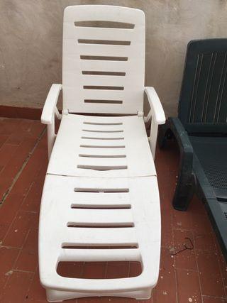 Tumbona y sillas