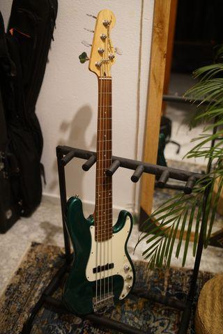 Bajo Fender Squier Precission Bass 5 cuerdas