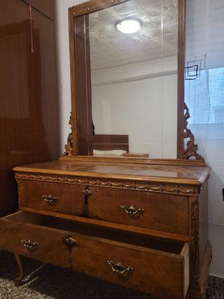 cómoda con espejo madera antigua
