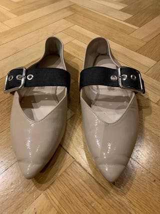 Zapatos con hebilla