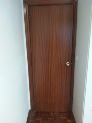 Puertas rechapadas de madera de zonas comunes
