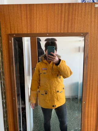 Anorak amarillo
