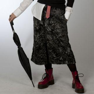 falda gris trompeta con pelo