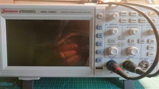 Osciloscopio digital UTD2025CL