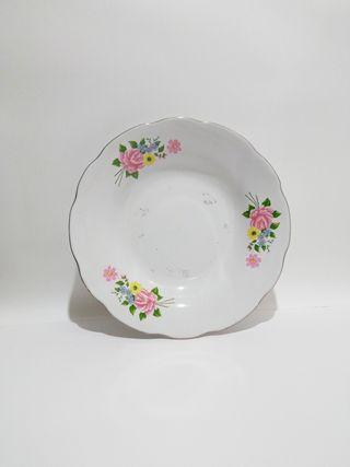 Plato de flores blanco