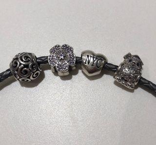 Pandora original: 4 charms + 2 pulseras