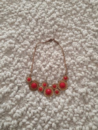 collar dorado y rojo, gargantilla