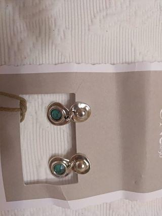 Pendientes colgantes metal y color esmeralda