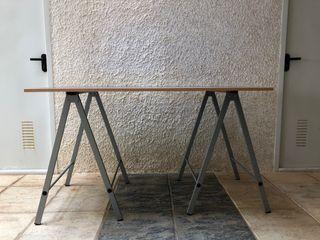 Mesa con caballetes