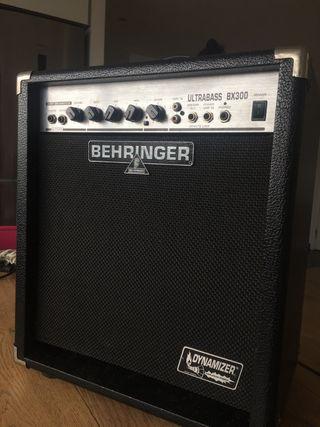 Amplificador Behringer Ultrabass BX300