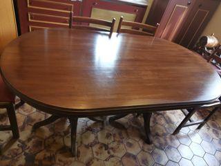 juego de mesa antigua con 6 sillas
