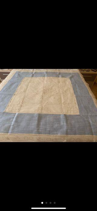 Mantel 1x1 metro lino y bordado sin estrenar.