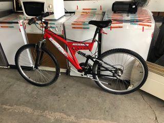 Bicicleta de montaña con amortiguadores
