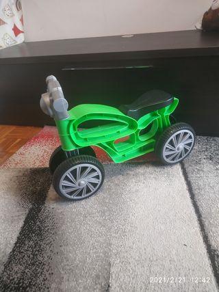 Correpasillos con cuatro ruedas Mini verde