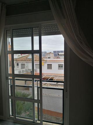 ventana balcón puertas corredera aluminio blanco