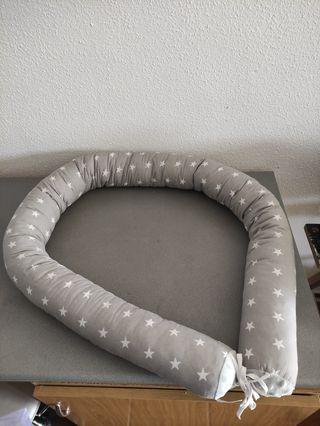 Serpiente de cama reduce espacios bebe