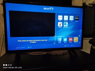 "polaroid 32""smart tv. excellent condition."