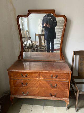Cómoda con espejo tocador de madera