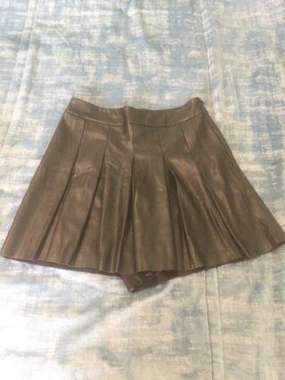 Falda pantalón talla S efecto piel negro