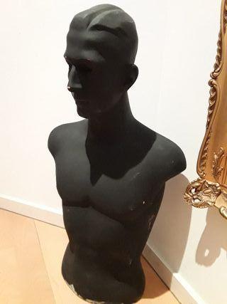 Maniquí de medio cuerpo. Pintado de negro (era ro