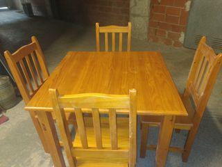 Mesa cuadrada 90 cm+ 4 sillas de madera.